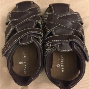 Healthtex Fisherman brown Sandals size 6